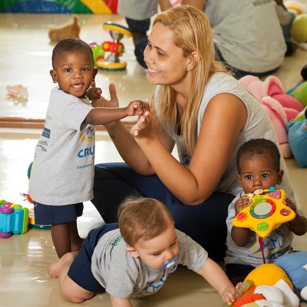 A importância de Tocar e Olhar na Educação Infantil